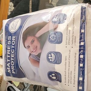 Bedding Mattress protector (California King)